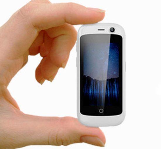 Вижте Jelly - най-малкият сензорен 4G смартфон
